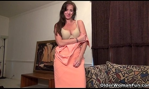 American milf Tricia Thompson is satisfying the brush stimulated fur pie