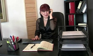 Mature office bitch pleases two cocks at once