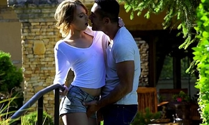 Hot outdoor coitus - Kira Thorn, Renato