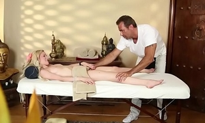 Second-rate massage babe gagging on masseurs cock