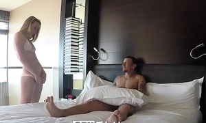 SpyFam Step sister Alyssa Cole begs be expeditious for some step fellow-creature cock